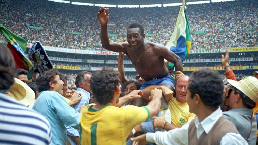 Pelé tras conquitar el Mundial 1970