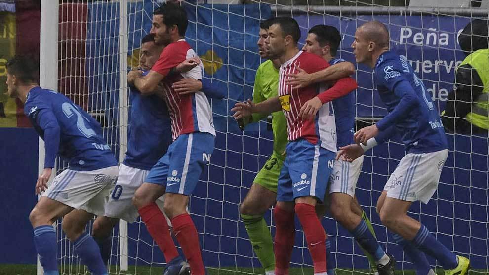 Imagen del derbi asturiano de la primera vuelta que acabó 0-0 en el...