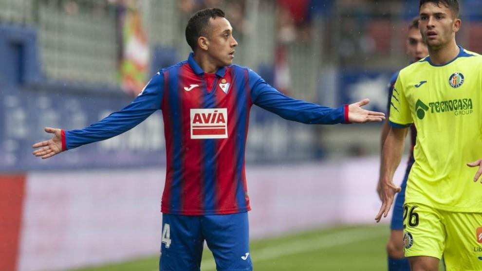 Fabián Orellana durante un partido con el Eibatr esta temporada en...