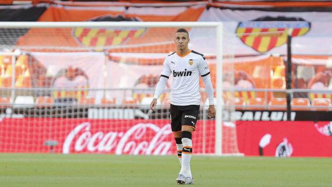 Rodrigo, serio tras anularle otro gol.
