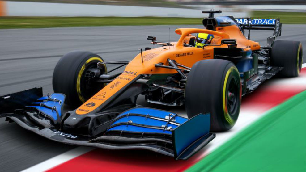 Lando Norris, con el McLaren MCL35, durante los test de Barcelona...