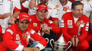 Raikkonen, entre Massa y Todt, tras el Gran Premio de Gran Bretaña...