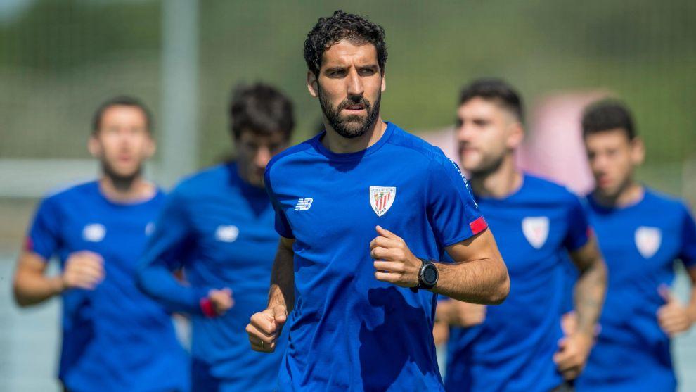 Raúl García, pichichi del equipo, encabeza al grupo en el último...