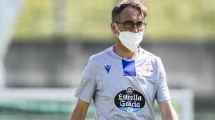 Fernando Vázquez, durante un entrenamiento del Deportivo