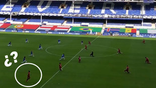 Surrealista 'salida falsa' de Mané en el arrodillamiento contra el racismo del Everton-Liverpool