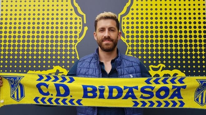 El lateral internacional rumano Dan Racotea, en su presentación como...