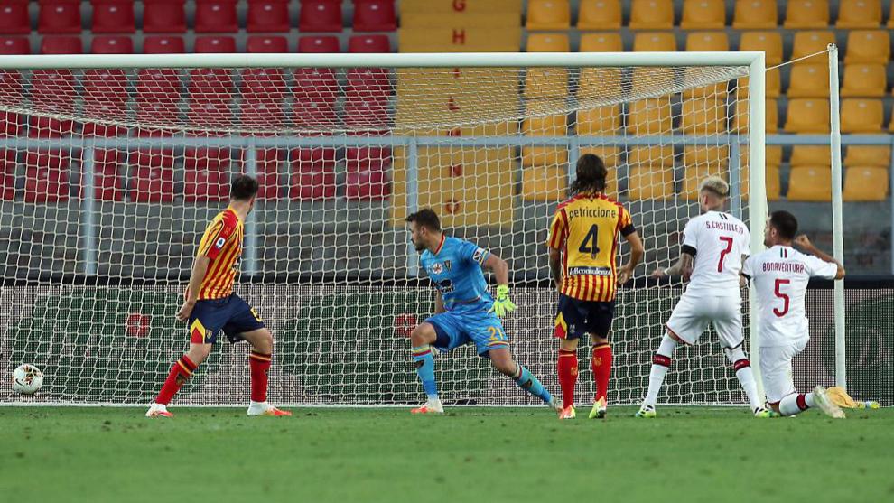 Samu Castillejo abre el marcador para el Milan ante el Lecce