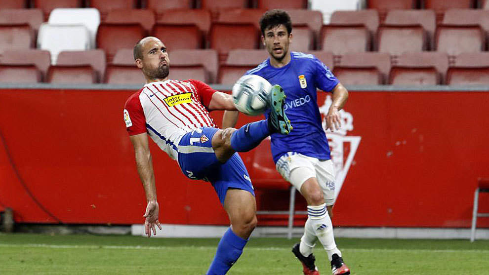 El Oviedo se lleva el derbi en El Molinón
