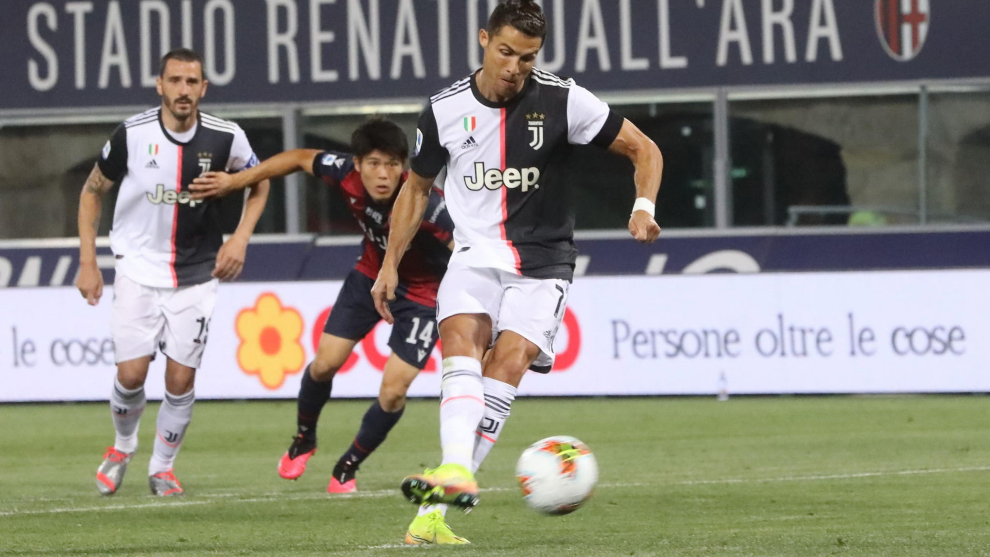 Cristiano lanza el penalti con el que abrió el marcador ante el...