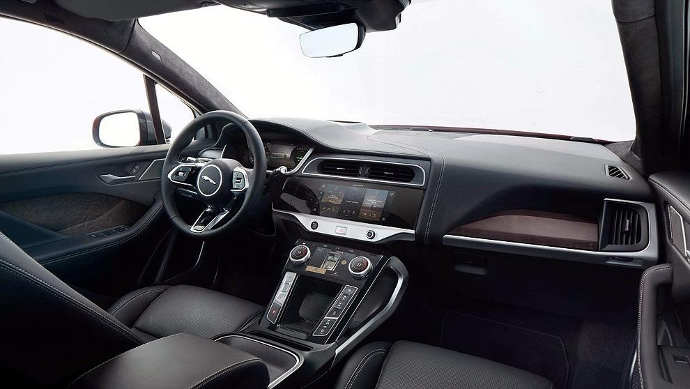 Imagen del salpicadero con la pantalla digital del Jaguar i-Pace.