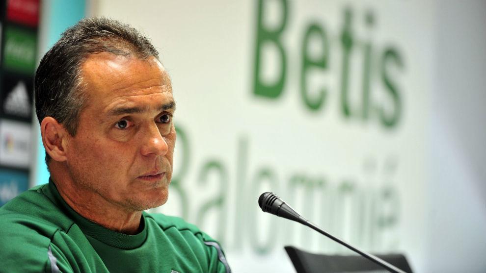 El canario Alexis Trujillo (54), entrenador del Betis.