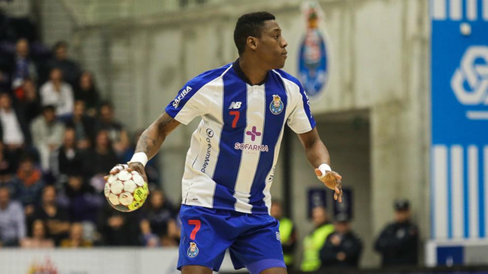 El lateral cubano Yoan Balázquez, con la camiseta del Porto /