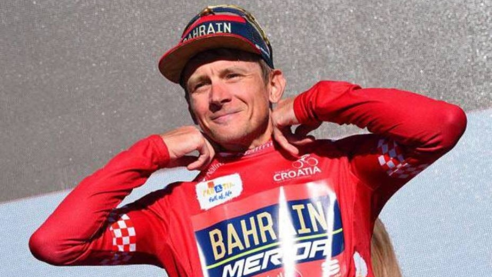 El ciclista bielorruso Kanstantsin Siutsou en una imagen con Barhain...