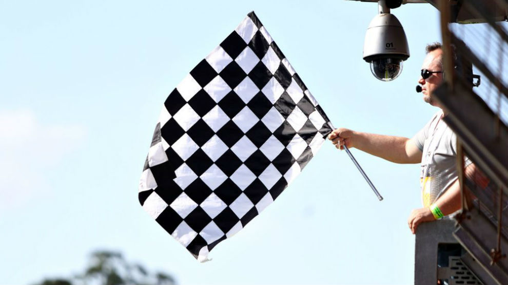 La bandera a cuadros en un gran premio.