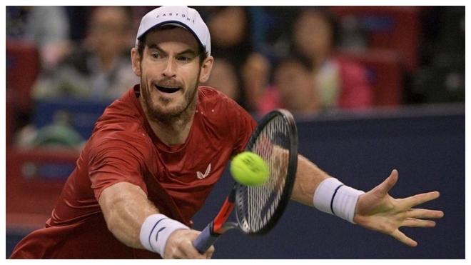 Andy Murray devuelve una bola en la partido ante Broady