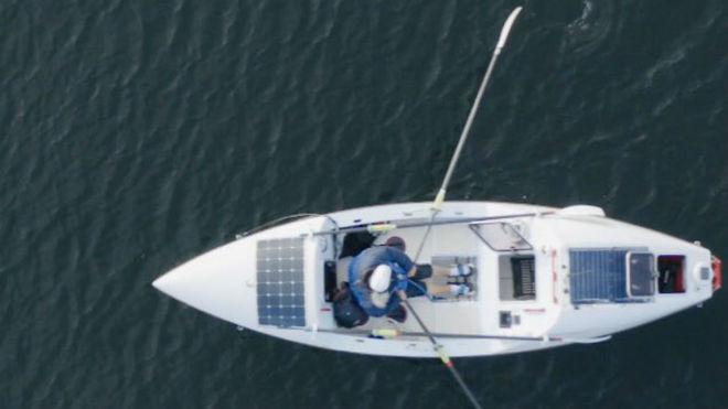 Angela Madsen, a bordo de 'Rowlife', con el que remaba en el...