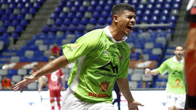 Vilela celebra el primer gol del Palma Futsal.