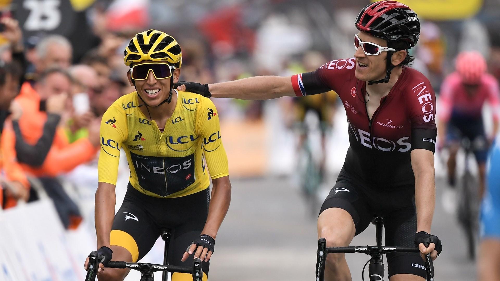 Thomas, a la derecha, felicitando en la pasada edición del Tour al...