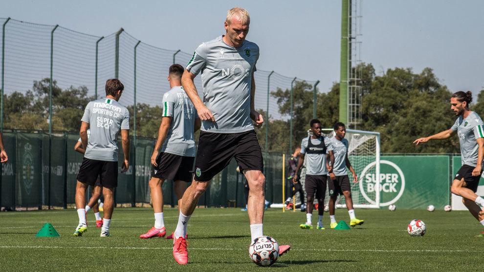 Mathieu anticipa su retirada del fútbol tras lesionarse de gravedad