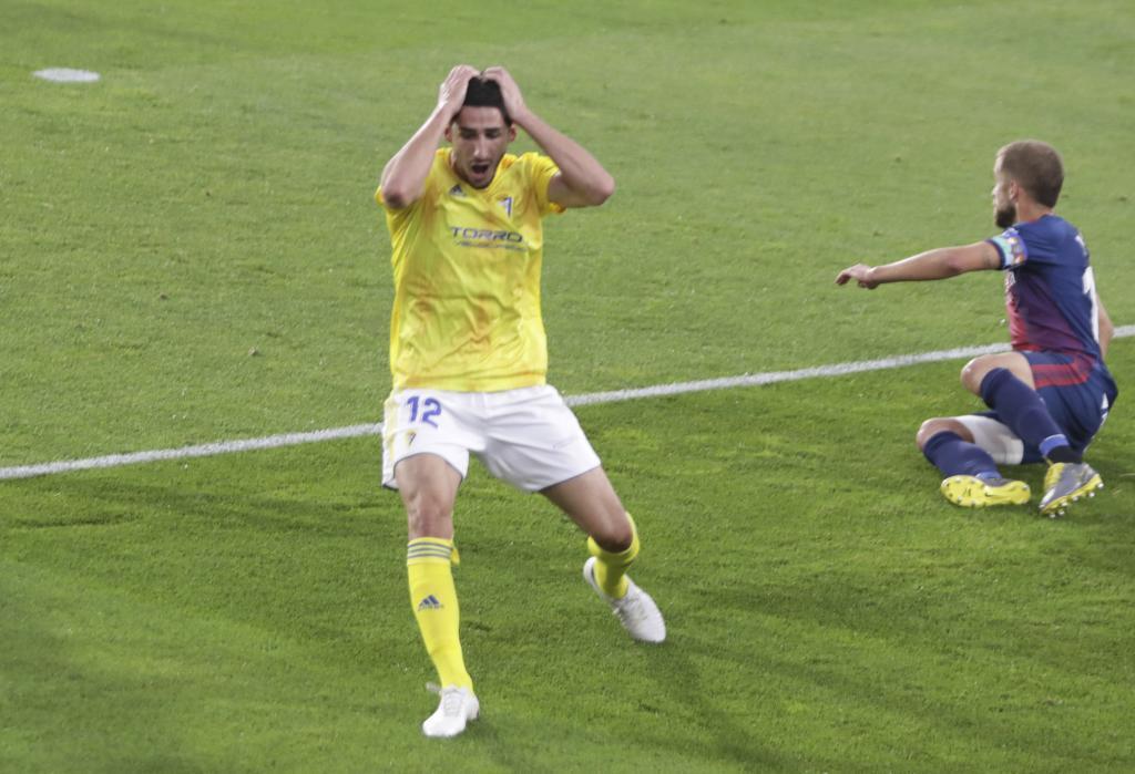 Bodiger se lamenta de una ocasión del Cádiz en Huesca