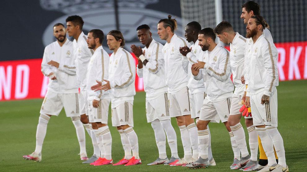 Los jugadores del Madrid, al saltar al terreno de juego.