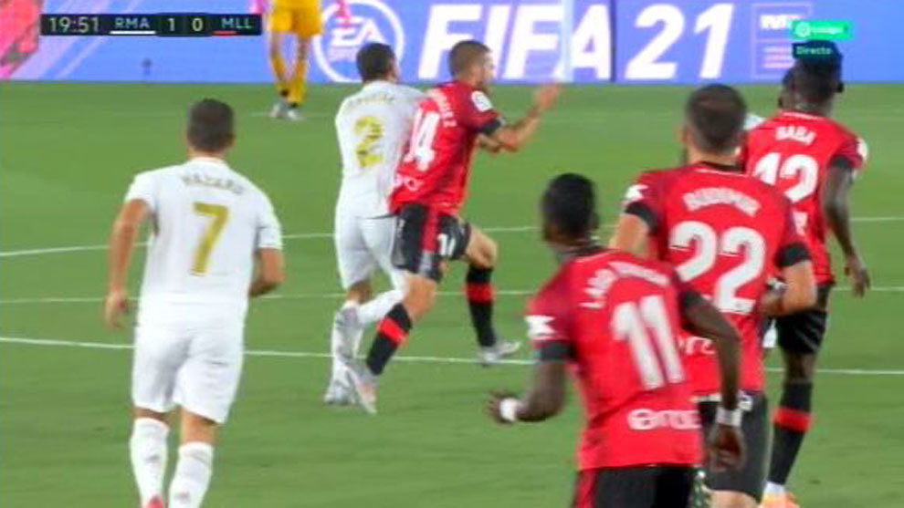 Was there a foul in the build up to Vinicius' opener?