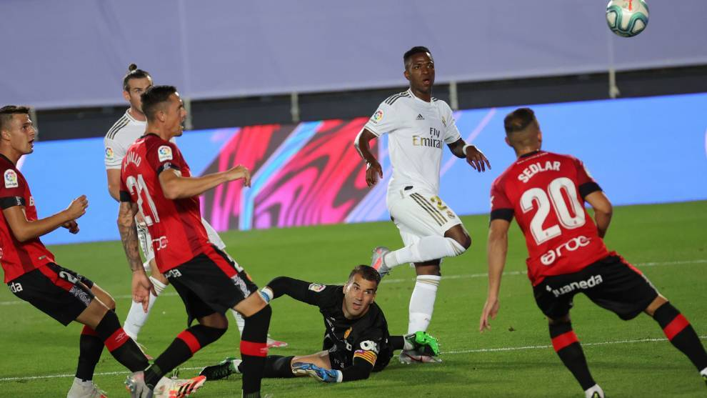 Vinicius and Ramos put Real Madrid back on top
