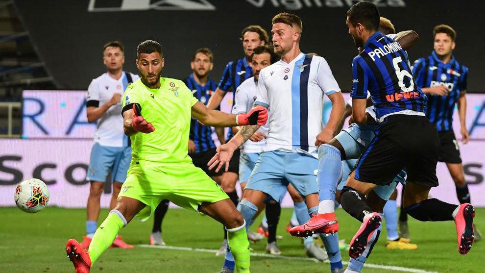 La Lazio da un paso atrás en su lucha por el título tras desperdiciar un 0-2 en Bérgamo