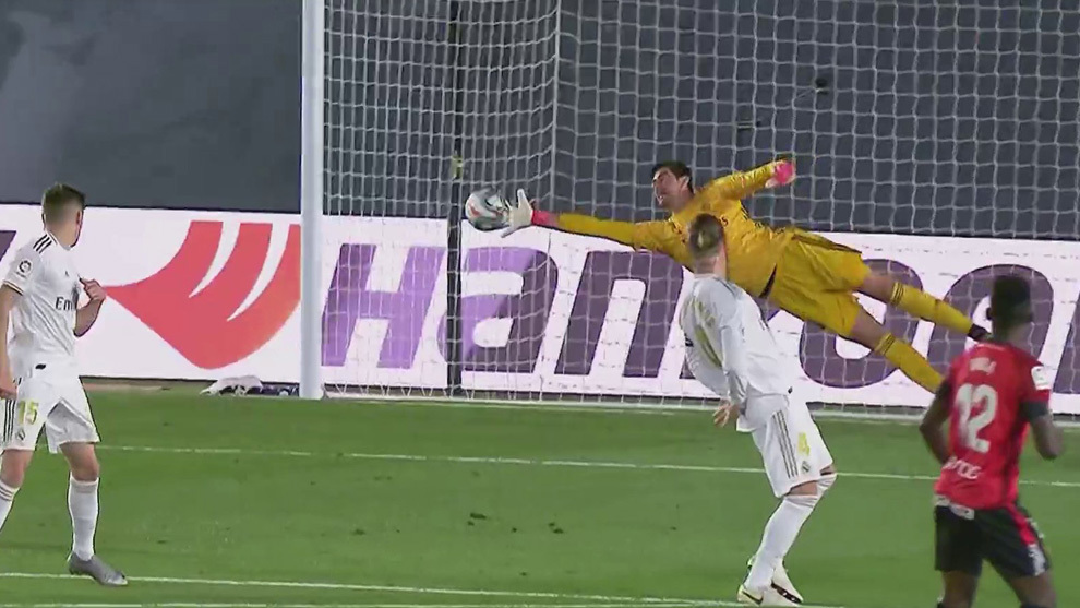 Courtois save from Baba