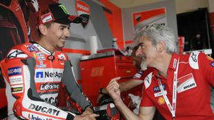 Dall'Igna habla con Lorenzo.