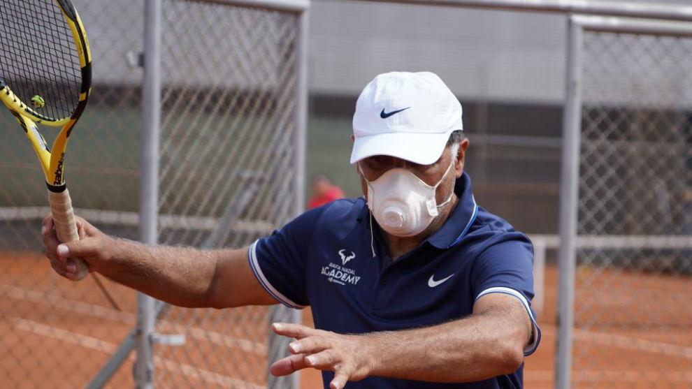 Toni Nadal, con mascarilla
