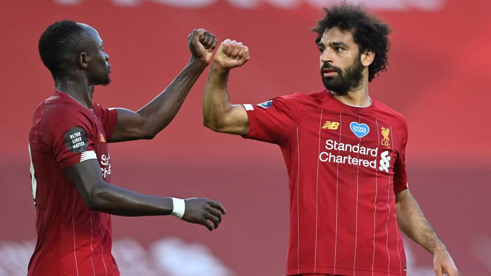 Mané y Salah celebran uno de los goles marcados al Crystal Palace
