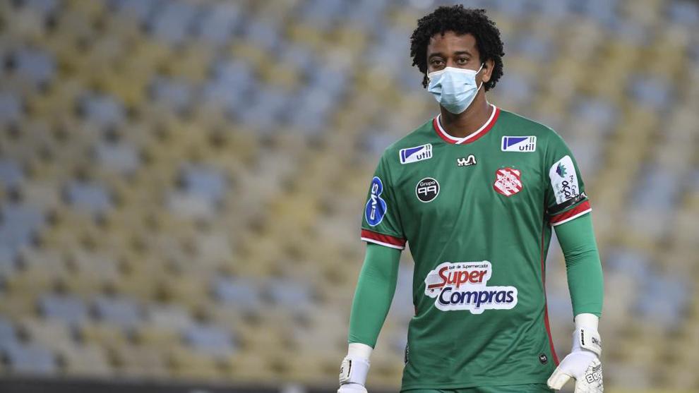 Luciano, portero del Sangú, en el descanso del partido ante Flamengo.
