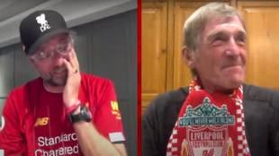 Klopp rompe a llorar cuando una leyenda del Liverpool le felicita