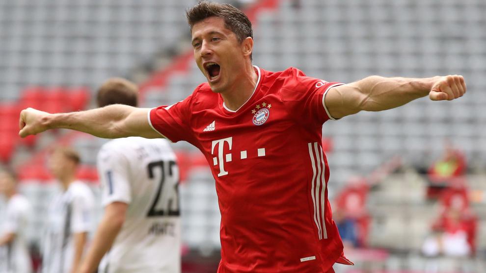 Lewandowski celebra uno de los 33 goles que ha marcado esta temporada...