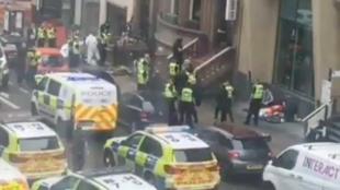 Así fueron los tensos momentos en Glasgow tras el ataque con varias personas apuñaladas