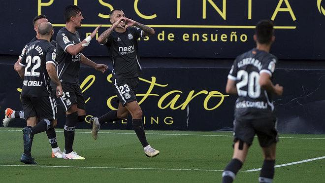 Los jugadores del Alcorcón celebran un gol en el Ramón de Carranza.