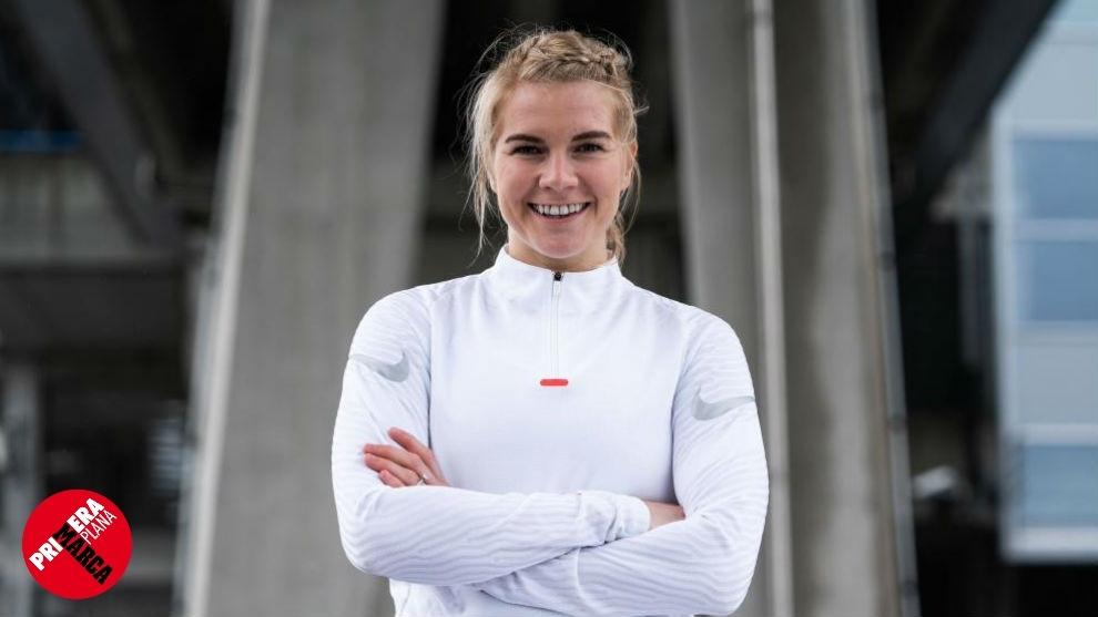 Ada Hegerberg posa tras su fichaje por Nike.