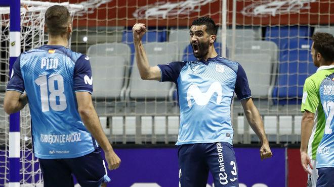 Humberto celebra el primer gol del Movistar Inter.