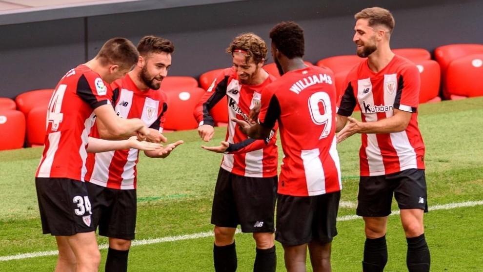 Los jugadores del Athletic Club celebran un gol ante el Mallorca en...