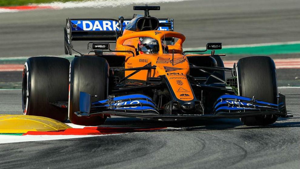 Carlos Sainz, durante los test de invierno, con el McLaren MCL35.