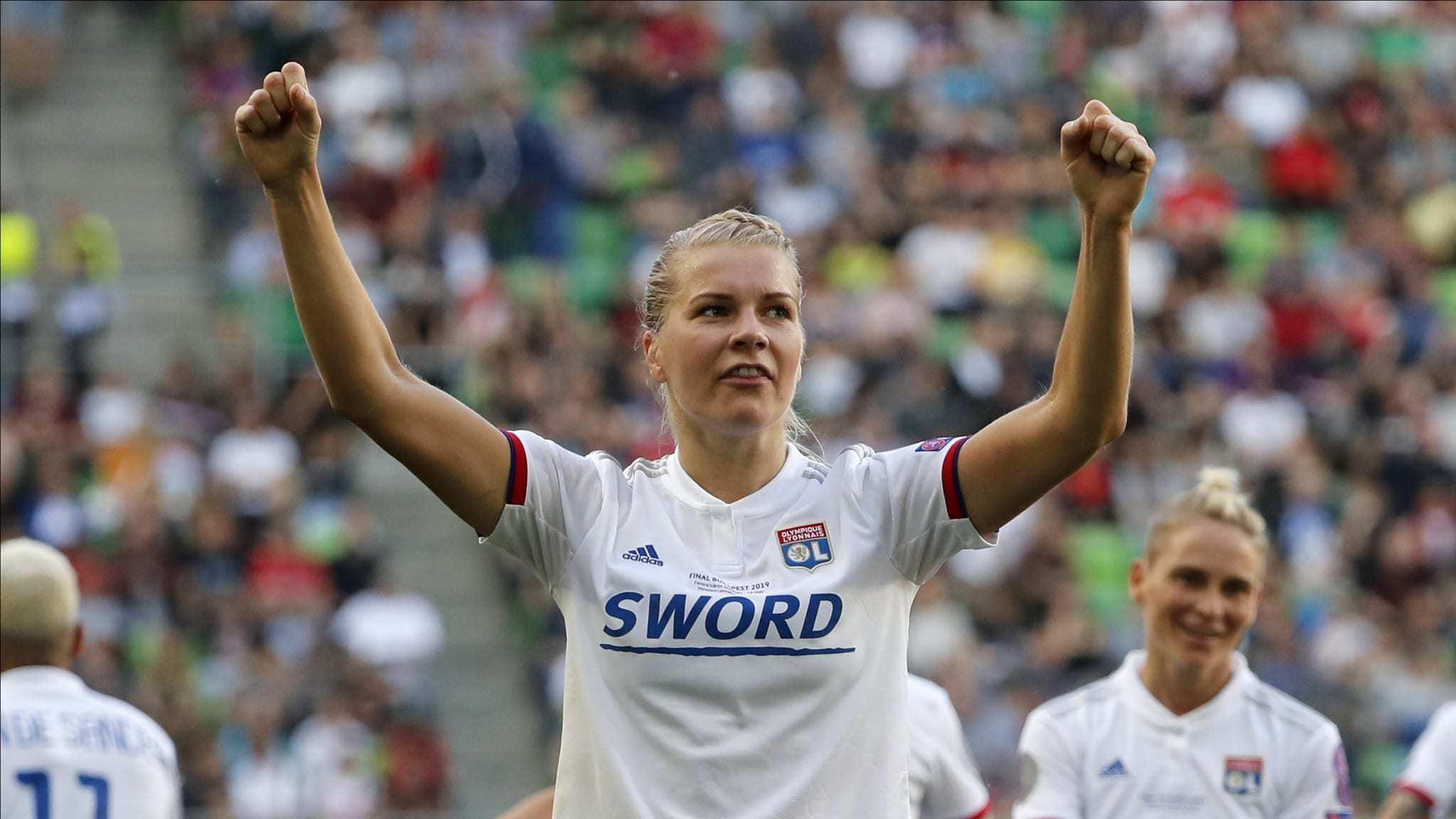 Ada Hegerberg celebra un gol con el Olympique Lyonnais.