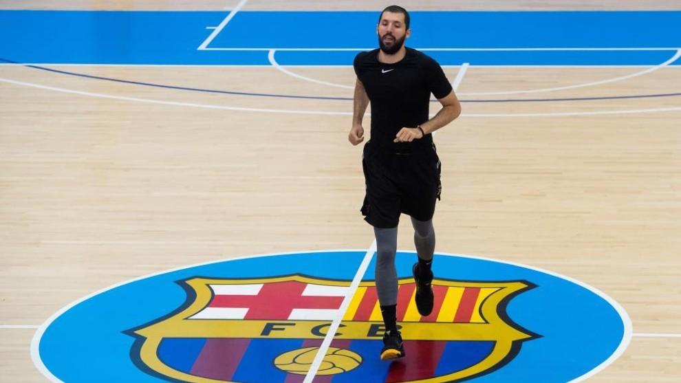 Mirotic se ejercita en las instalaciones del Barcelona justo antes de...