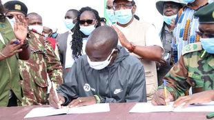 Kipchoge, en la firma del acuerdo