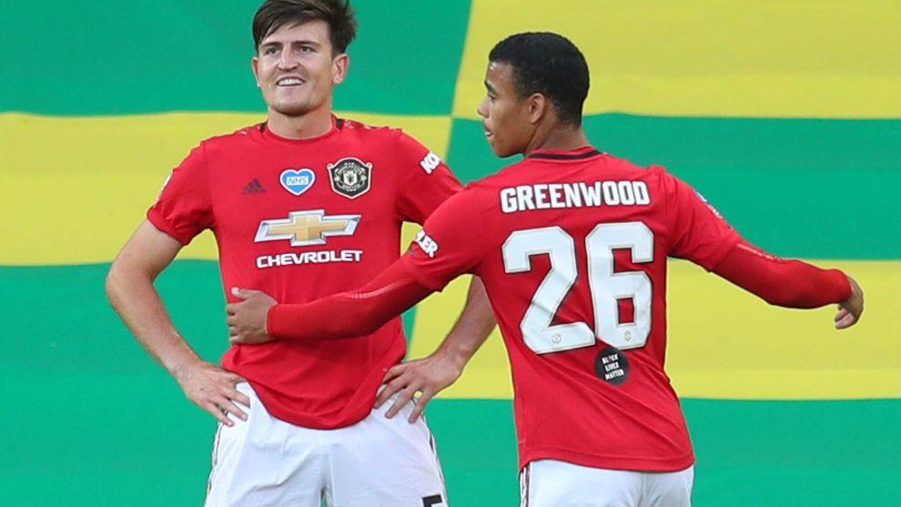 Maguire celebra su gol con Greenwood.