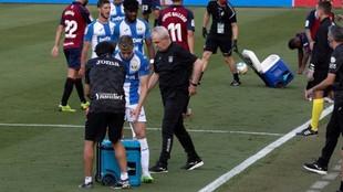 Javier Aguirre, técnico del Leganés, durante una pausa para la...