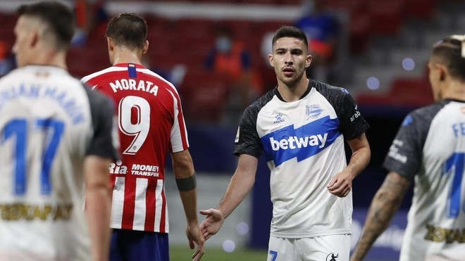 Tachi junto a Morata en un momento del Atlético-Alavés.