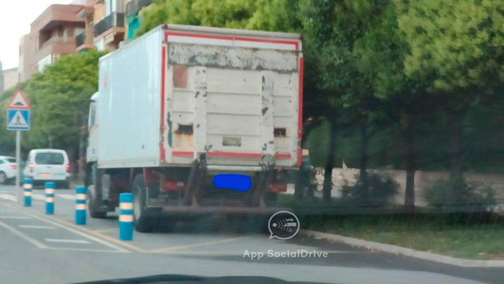 Furgonetas, camiones y motos 'trampa': las nuevas formas de multar de la DGT