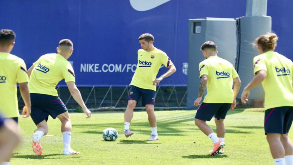 Sergi Roberto en un momento del entrenamiento de este domingo.