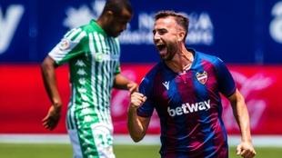 Borja Mayoral celebra el primer gol ante el Betis.